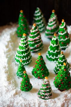 Best Christmas Cookies, Christmas Gingerbread House, Christmas Snacks, Christmas Goodies, Holiday Treats, Christmas Baking, Gingerbread Dough, Rice Krispie Gingerbread House, Gingerbread Cookies