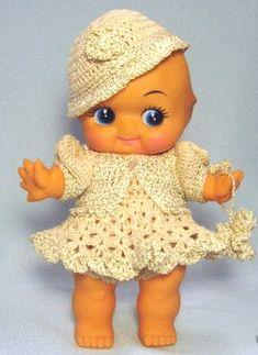 Zo'n popje had ik ook! Nooit geweten dat ze een beroemdheid is! Kewpie heet ze! Bij mij gewoon Hettie! :-) An example of the drugstore variety Kewpie from the 70's and 80's.
