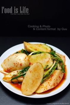 When you use radish kimchi, you usually think of kkakduk or bachelor kimchi. Korean Dishes, Korean Food, Radish Kimchi, Kimchi Recipe, Cooking Photos, Just Cooking, Food Plating, Asian Recipes, Cravings