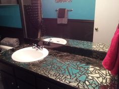mosaic mirror countertop Trendy Bathroom Mirror Designs of 2017 - Usually, people search for various ways to decorate their bedrooms, living and dining rooms. However, bathrooms are no less when it comes to capturing. Broken Mirror Diy, Broken Mirror Projects, Diy Mirror, Mirror Art, Mirrors, Mirror Ideas, Mirror Mosaic, Mosaic Glass, Mosaic Wall