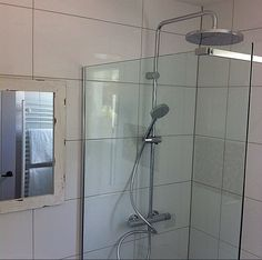 Bathroom 1⃣  Look at that shower