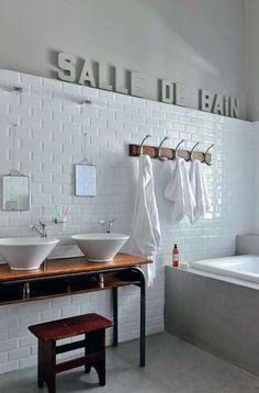 Inspiration écolière pour la salle de bains des enfants: