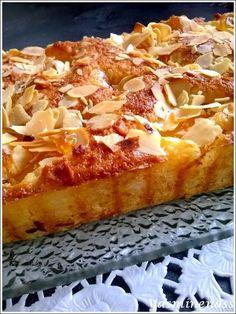 Moelleux au mascarpone, amandes et abricots - A lorée des douceurs French Desserts, Great Desserts, Mini Desserts, Summer Desserts, Sweet Recipes, Cake Recipes, Snack Recipes, Dessert Recipes, Casava Cake Recipe