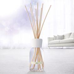 Difuzorul cu parfum de cameră Talco odorizează și împrospătează aerul casei.  Aromă: Ylang Ylang, caramel. #mobexpert #reduceri #odorizant #deco   Setul contine: - difuzorul cu parfum in stare lichida de 100 ml; - betisoare de lemn. Diffuser, Fragrance