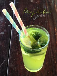 Mojito smoothie with coconut water, a refreshing and non-alcoholic summer drink! #mojito #smoothie #vegan #coconut #drink #cocktail