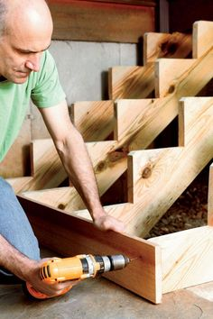 Building a staircase, even a short one, isn't simple. It requires precise measurements and some careful calculations. Here's how to do it like a pro. Deck Building Plans, Building Stairs, Deck Stairs, Wooden Stairs, Deck Stair Stringer, How To Build Steps, Bois Diy, Into The Woods, Diy Deck