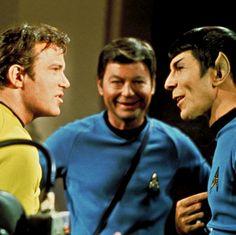 star trek spock leonard nimoy leonard mccoy deforest kelley captain kirk william shatner star trek tos James T. Star Trek Cast, Star Trek Spock, Star Wars, Star Trek Original Series, Star Trek Series, Tv Series, Leonard Nimoy, Star Trek Enterprise, Science Fiction