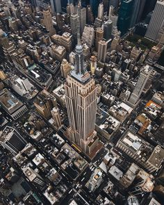 "8,453 Me gusta, 32 comentarios - Empire State Building (@empirestatebldg) en Instagram: """"An absolute must for any tourist."" -swanseadude on @tripadvisor Don't miss it:…"""