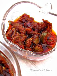Saras's Kitchen: Mango Pickle/ Maangai oorugai