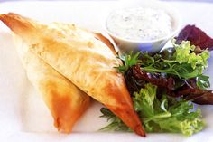 Unlock exotic aromas and fabulous flavours in these filo triangles. Phyllo Recipes, Mince Recipes, Beef Recipes, Chicken Recipes, Spanakopita Triangles Recipe, Mint Salad, Party Finger Foods, Spinach And Feta, Freezer Meals