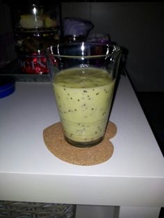 Fruit smoothie made of one banana and two kiwis and a littlebit milk. Taste really good and no sugar needed because its that sweet allready. Banana Smoothies, One Banana, Milk, Pudding, Sugar, Health, Sweet, Desserts, Food