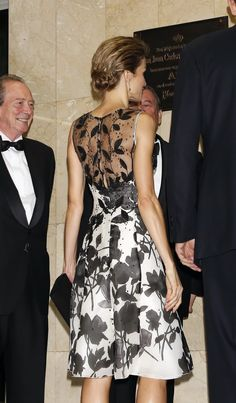 Saturday, October 4, 2014 Gala dinner in Madrid Last night,King Felipe and Queen Letizia attended a dinner in honour of the 'Mariano de Cavia', 'Luca de Tena' and 'Mingote' awards winners at Casa de ABC in Madrid, Spain. Fashion Queen Letizia is wearing a Carolina Herrera dress and Magrit shoes.