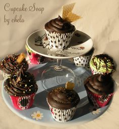 * Art by Chela *: Cupcake soaps
