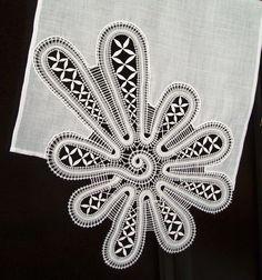 paličkované odevné doplnky - Katky Búranovej Irish Crochet, Crochet Lace, Doily Art, Bruges Lace, Romanian Lace, Bobbin Lacemaking, Bobbin Lace Patterns, Chinese Patterns, Crochet Flower Tutorial