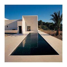 white modern dwelling in the desert via kattyschiebeck