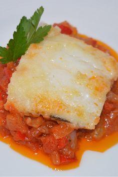 Abrimos la semana publicando en el blog esta receta de bacalao con tomate. 🐟🍅🇪🇸 Un clásico en nuestras cocinas!!