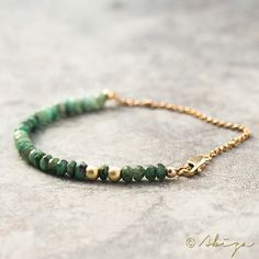 Emerald Bracelet Shaded Natural May Birthstone door AbizaJewelry