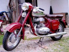 Jawa 250 cc A (Type 353 Kyvacka) Ideal Jawa - Wikipedia, the free encyclopedia European Motorcycles, Vintage Motorcycles, Cars And Motorcycles, Bmw Classic, Classic Bikes, Moto Jawa, Scooters, Retro Bike, Motorcycle Manufacturers