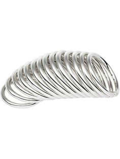 "Sterling silver dramatic 'Bound' ring from Shaun Leane featuring fourteen individual bands on miniature links. The silver coil motif, which was first introduced by Shaun Leane in a one-off neckpiece for Bjork's ""Homogenic"" album cover and then reinterpreted on Alexander McQueen catwalks, is used in this poetic sterling silver collection to tell a story about pursuit of beauty and its bounding. Você encontra aqui: http://www.colares.com/anel-mil-voltas-de-maria-clara/"