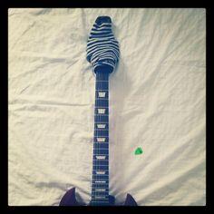 Lancerò la moda della chitarra con calzino.