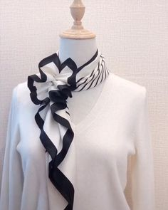 Ways To Tie Scarves, Ways To Wear A Scarf, How To Wear Scarves, Scarf Wearing Styles, Head Scarf Styles, Fashion Sewing, Diy Fashion, Ideias Fashion, Fashion Tips