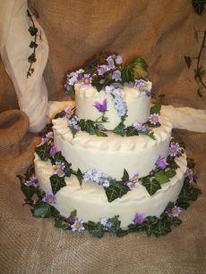 Ivy covered wedding cake from Medieval Wedding Cakes Keywords: #weddings #jevelweddingplanning Follow Us: www.jevelweddingplanning.com  www.facebook.com/jevelweddingplanning/