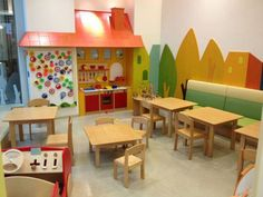 zona-juegos Great space for little ones - play kitchen, small table & chairs, etc. I also like the simple mural. Looks like it's on a separate panel and screwed in to wall. Kindergarten Interior, Kindergarten Projects, Kindergarten Design, Small Table And Chairs, Small Tables, Kids Play Area, Kids Room, Pottery Barn Playroom, Micro Creche