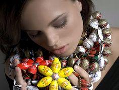 Joyas con objetos reciclados | chiribambola. Joyas hechas con chapas de botellas.
