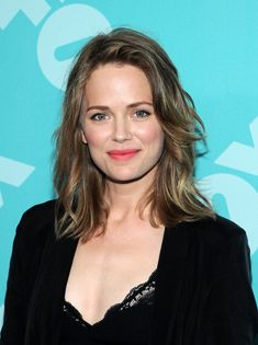 Katia Winter Medium Layered Cut - Talia's dirty blonde locks looked totally fun and flirty with a choppy layered 'do.