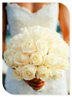 Elegantti ja ajaton morsiuskimppu, materiaaleina ainoastaan ruusu <3
