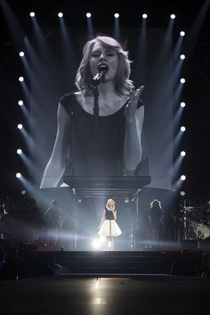 "Taylor swift singing ""Treacherous"" at the Red Tour in London Long Live Taylor Swift, Taylor Swift Style, Taylor Swift Pictures, Taylor Alison Swift, Swift 3, Swift Tour, Red Tour, Le Jolie, Role Models"