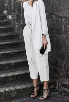 All white tailored outfit & black accessories, chic street style