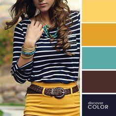 Chica usando un pantalón de color amarillo con una blusa a rayas de color azul con blanco