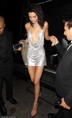 Kendall Jenner's Birthday Dress Matched Paris Hilton's - On Purpose!: Photo Kendall Jenner celebrated her birthday this week wearing a sparkly silver dress and the look is almost identical to the dress Paris Hilton wore for her Club Outfits, Sexy Outfits, Fashion Outfits, Kendall Jenner Outfits, Kendall And Kylie Jenner, Kendall Jenner Birthday Dress, Club Party Dresses, Birthday Dresses, Festival Looks