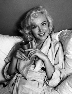 Marilyn Monroe and a cup of joe