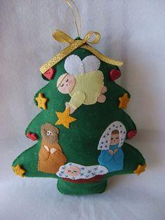ideas for felt christmas decorations Christmas Projects, Felt Crafts, Christmas Crafts, Christmas Ornaments, Felt Christmas Decorations, Christmas Nativity Scene, Felt Tree, Handmade Felt, Felt Ornaments