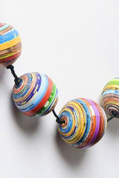 Magazine paper balls necklace from upcycled recycling Paper Beads Tutorial, Make Paper Beads, Paper Bead Jewelry, How To Make Paper, How To Make Beads, Recycled Paper Crafts, Recycled Magazines, Upcycled Crafts, Paper Balls