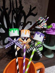 Halloween Desserts, Halloween Treats, Fall Halloween, Cute Marshmallows, Marshmallow Pops, Ice Cream Decorations, Halloween Displays, Fake Food, Diy Crafts