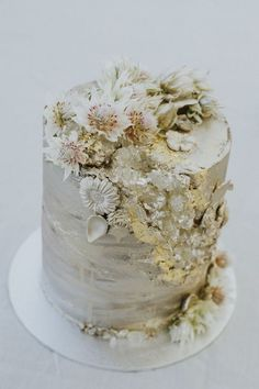 An Alpine Wedding at Lake Crackenback | HOORAY! Mag | LaOmbre Creations | Geode Cake | Gold Wedding Cake | Custom Cakes |