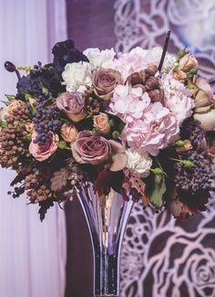 Fall-Inspired Floral Centerpiece | Photo: Photo: Garry G for Uniiqe Pro.