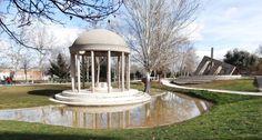 Parque de Villa Rosa Paco Caño Villa Rosa, Places To Travel, Fountain, Gazebo, Outdoor Structures, Outdoor Decor, Home Decor, Parks, Personality