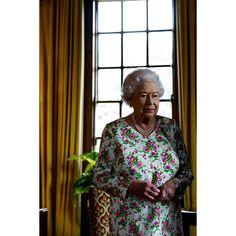 Justin Trudeau's photographer Adam Scotti snaps candid portrait of the Queen