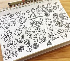 Pretty flower bullet journal and planner doodles Doodle Inspiration, Bullet Journal Inspiration, Doodle Drawings, Easy Drawings, Easy Flower Drawings, Planner Doodles, Floral Doodle, Doodle Lettering, Doodle Art Letters