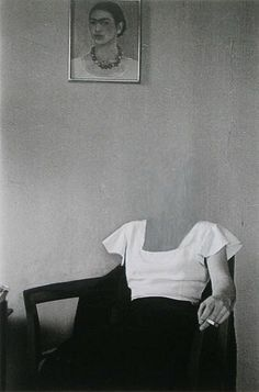 Charlotte Bracegirdle, New York 1932 Zeitgenössische Kunst - Frida kahlo - Art World Photocollage, Art And Illustration, Belle Photo, White Photography, Collage Art, Collages, Image Collage, Art Inspo, Illustrator
