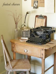 Antique typewriter - lot's of good vintage inspiration here. Nice vignettes like this one