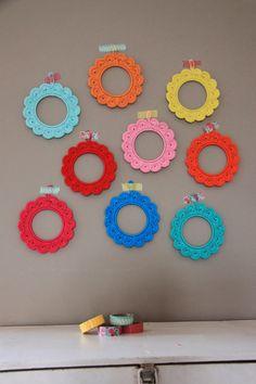 Ak at home : crochet * fotolijstjes Crochet Decoration, Diy Crochet, Picture Frames, Crochet Earrings, Projects To Try, Textiles, Crafty, Knitting, Creative