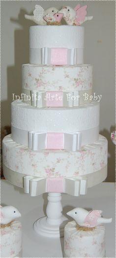 Lindo e fácil. Opção pra quem não quer um bolo de verdade.    bolo fake tecido