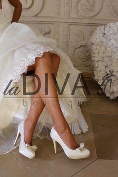 MENBUR~Pumps Echte Stickerei Schleife Brautschuhe 37 Ivory Satin Hochzeitsschuhe My Perfect Wedding, Dream Wedding, Wedding Dreams, Bridal Shoes, Satin, Pumps, Lifestyle, Vintage, Outfit