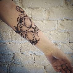 #peony #peonytattoo#dotwork#line#tattoo #tattooartist #annabravo #art