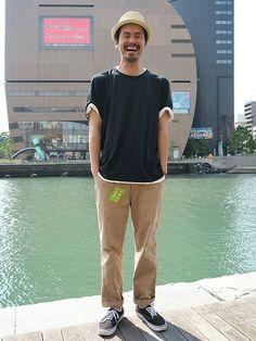 Tシャツ (GAP/Color:ブラック/¥3,900/ID:200534/着用サイズ:XL) ハット (GAP/Color:ナチュラル/¥3,900/ID:178452) パンツ (scye) シューズ (VANS)   ■Gapストア リバーウォーク北九州店 http://mobile.gap.co.jp/stores/sp/store.php?shopId=37193919 ■オンラインストアはこちら http://www.gap.co.jp/browse/division.do?cid=5063 ■GapストアスタッフコーデをWEARで見る(Men) http://wear.jp/gapjapanmen/